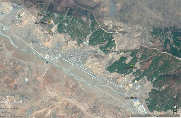 '동림리 수용소'에서 확인된 무덤들. 이 무덤이 수용소에 있던 수감자의 것인지를 확인할 수 없지만, 많은 묘지가 조성된 것이 확인됐다. 사진-구글 어스 캡쳐/커티스 멜빈 제공