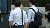 광복절 대체공휴일 다음날인 17일 오전 서울 여의도 인근에서 시민들이 출근 및 이동하고 있다.