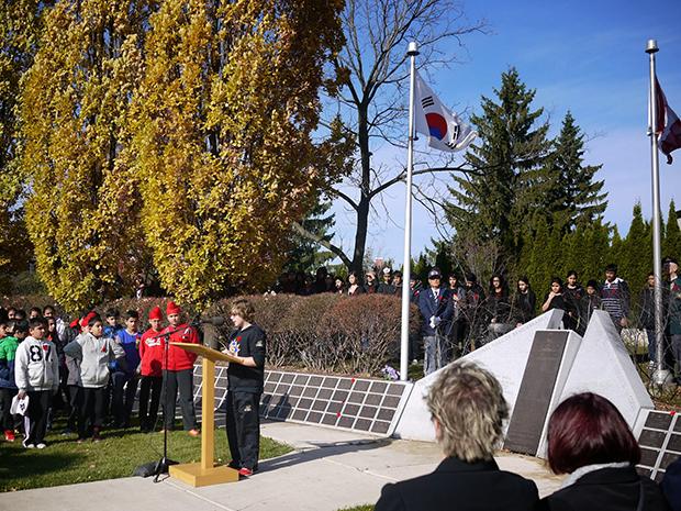 온타리오 브램튼시에 있는 메모리얼 탑에서 열리고 있는 한국전쟁 기념의 날 행사.
