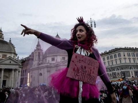 이탈리아 로마에서 열린 세계 여성폭력 추방의 날 집회 모습.