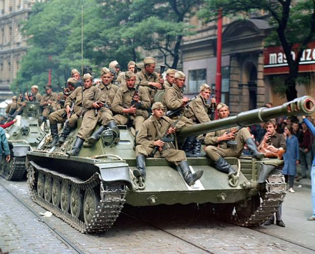 CZECH_RUSSIA_INVASION_b