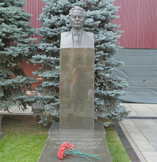 chernenko_grave-620.jpg