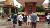 통일스피치대회에 참가했던 남북 청소년들이 지난 11월 중순 캄보디아를 다녀왔다. 남북 청소년들이 킬링필드의 흔적이 있는 와트마이 사원을 관람하고 있다.