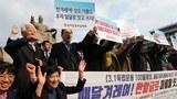 지난해 3월 7일 국어단체연합 국어문화원, 국어문화운동실천협의회 등 한글 관련 단체 회원들이 서울 광화문 광장 세종대왕상 앞에서 기자회견을 열고 우리 말글로 이름을 짓고 쓰자며 만세삼창을 하고 있다.