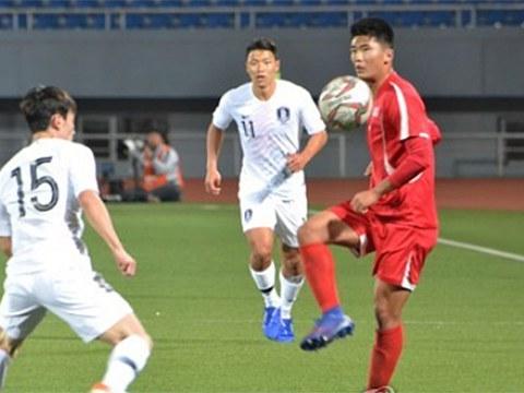 2019년 10월 북한 평양 김일성 경기장에서 열린 대한민국과 북한과 월드컵 아시아지역 2차 예선 H조 3차전 경기에서 북한 한광성이 공을 잡고 있다.