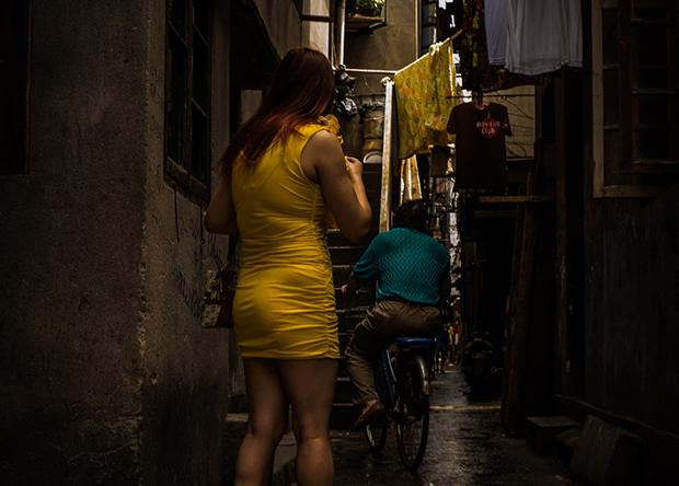 성매매를 하기 위해 길거리에 내몰린 북한여성.
