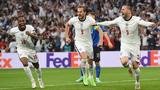 유로 2020 결승전에서 영국 선수들이 첫 골을 넣고 기뻐하고 있다.