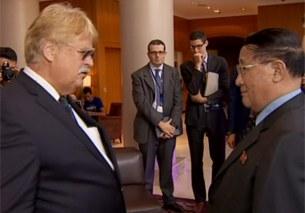 엘마 브록(Elmar Brok) 유럽의회(EP) 외교위원장(왼쪽)이 9일 벨기에 브뤼셀 유럽의회를 방문한 북한 노동당 강석주 국제비서를 만나고 있다.