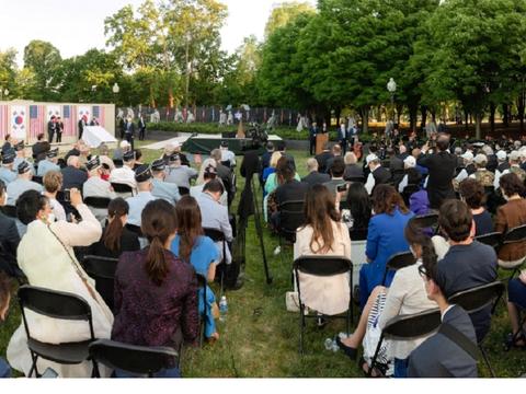 지난달 21일 워싱턴의 한국전쟁 기념공원에서 열린 '한국전 전사자 추모의 벽 착공식'.