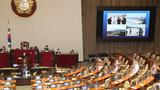 국민의힘 태영호 의원이 14일 오전 국회 본회의에서 남북관계발전법 개정안에 대한 무제한 토론을 하고 있다.