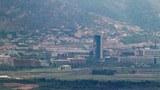 경기도 파주시 접경지역에서 폭파된 남북공동연락사무소와 파손된 개성공단지원센터가 보이고 있다.