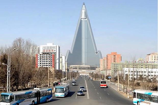 ryukyong_hotel_car_b
