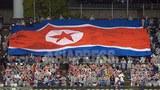 일본 오사카에서 열린 여자축구대회에서 북한 국기를 내걸고 응원하는 조선총련계의 재일 조선인.