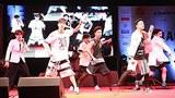 6인조 보이그룹 엔소닉이 지난 1월 26일 인도 구자라트 주 아메다바드 경영대학에서 공연을 하고 있다.