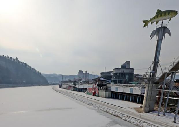 추운 겨울에 열리는 산천어축제
