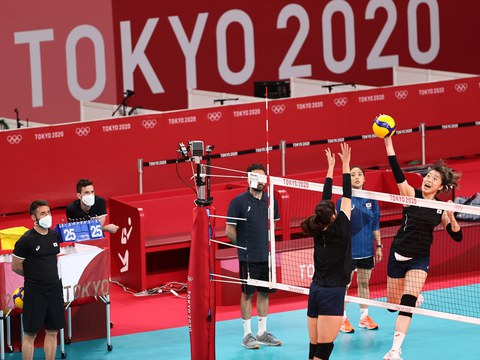 한국 여자배구 올림픽대표팀이 21일 도쿄 아리아케 아레나에서 훈련하고 있다.