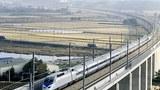 고속철도(KTX)가 충남 천안시 풍세교를 지나고 있다.