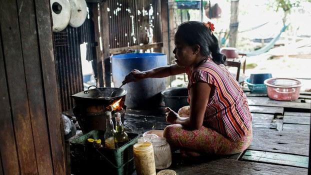 Lao-women-(2).jpg