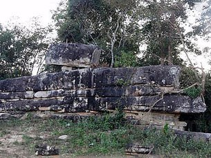 F-Thakhek-district-wall