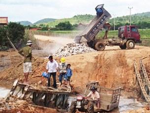 F-damaged-road-borikhamxay