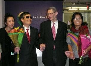 图片:陈光诚夫妇造访RFA华盛顿总部