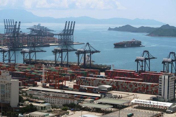 深圳盐田港货船拥堵殃及全球贸易   可能比苏伊士拥堵更严重