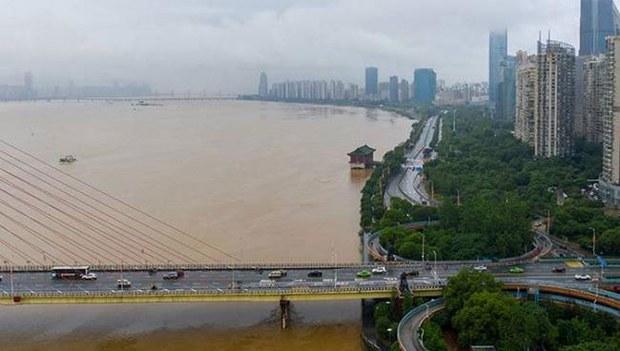 中国北方河流发生超警洪水 南方降雨不断