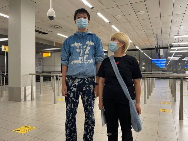 中国异议青年王靖渝获营救安全到达荷兰  目前正寻求庇护