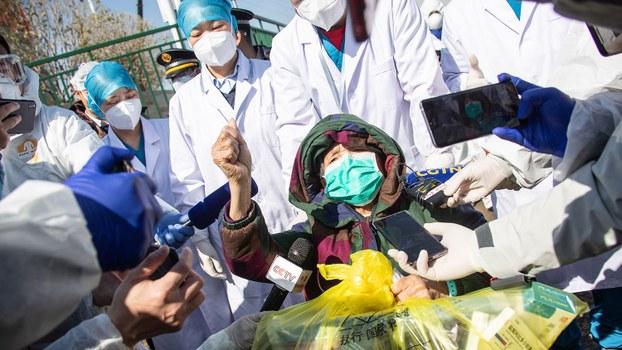 疫情快报:中国官方新冠病毒累计死亡过两千   确诊病例超七万四千