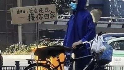 """郑州五号线地铁口的祭奠:""""妞妞,爸爸还想接你回家"""""""