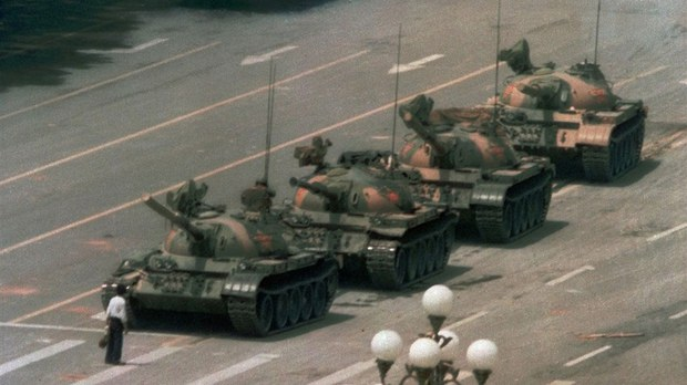 """""""坦克人""""照片六四消失:微软被质疑屏蔽六四敏感内容"""