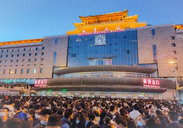 五一北京西站大面积晚点造成混乱