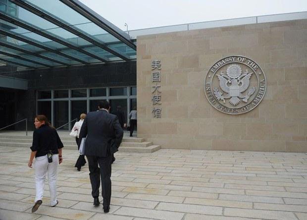 中国一学生因父亲身份赴美被拒签:华春莹表态 网民热议