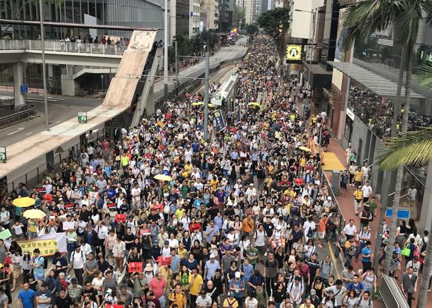 2019年4月28日,为了反对香港的《逃犯条例》修订草案,由民间人权战线等组织发起了有13万港人走上街头的游行示威。(粤语组/ 刘少风 摄)