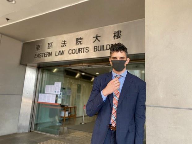 声称阻止便衣休班警袭击市民    美籍律师被控袭警罪成