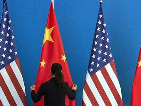 美国与中国两国国旗。