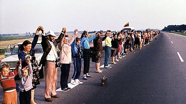 """1989年8月23日發生了""""波羅的海之路""""和平大示威,大約200萬人加入了這場活動。(Public Domain)"""