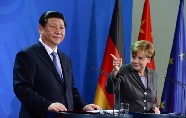 习近平与默克尔共同举行记者招待会。 ( AFP)