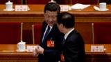 资料图片:习近平和王沪宁(右)。(AP)