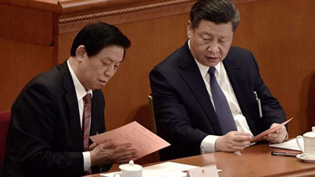 中国国家主席习近平和栗战书(左)。(法新社)