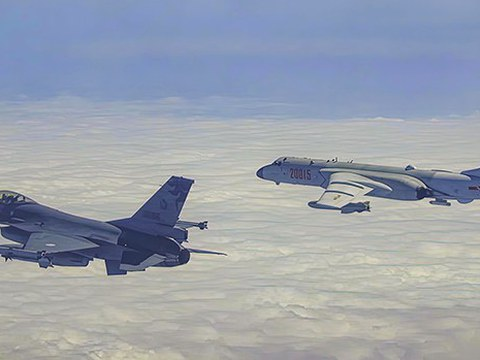 臺灣軍方派戰機驅離闖入防空識別區中國軍機。