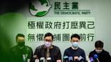 香港民主人士舉行記者會抗議政府打壓異己。