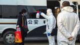正在進行疫情防控的中國警察