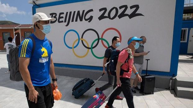 立在河北崇礼的一块2022年北京冬季奥运广告牌(崇礼是2022冬季奥运会的举办地之一)(美联社)