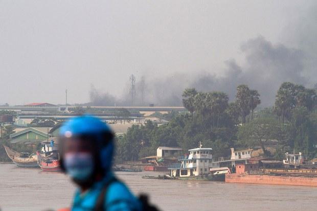 在缅甸仰光的莱达雅工业区工厂传出大火。