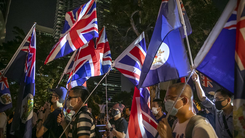 2019年10月23日香港街头的一些抗议者。(美联社)