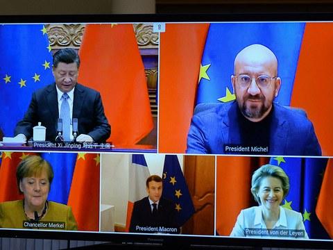 中国国家主席习近平12月30日晚在北京同德国总理默克尔、法国总统马克龙、欧洲理事会主席米歇尔、欧盟委员会主席冯德莱恩举行视频会晤。中欧领导人共同宣布如期完成中欧投资协定谈判。