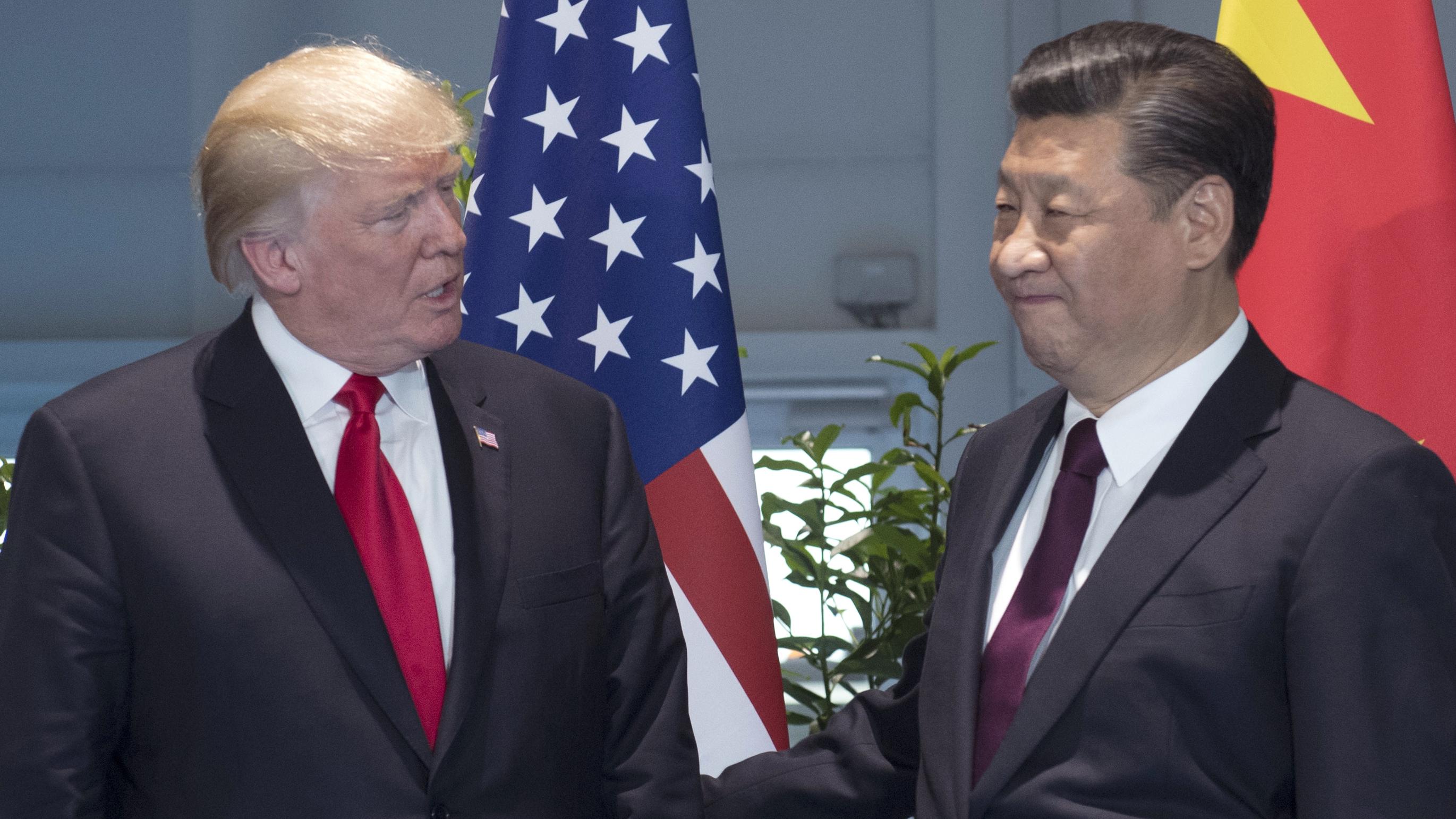美国总统特朗普和中国国家主席习近平(右)在G20峰会上。(美联社)