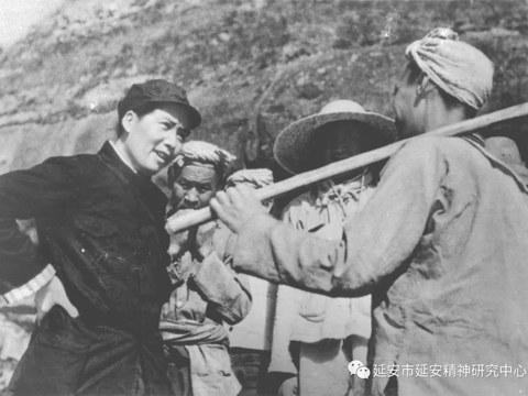 毛澤東(左)在延安。
