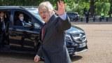 2020年6月18日,英國首相約翰遜在一個活動上向民衆揮手。(路透社)